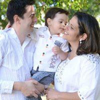 Família é escola de acolhida e amor, diz Papa no Twitter