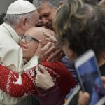 Papa: é um escândalo ir à igreja e odiar os outros