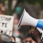 Temos a urgência de levantar a voz pela sociedade