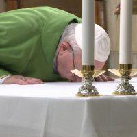 Papa: Deus chora por nós quando nos afastamos Dele