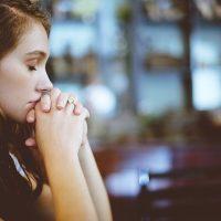 Se Deus conhece nossas necessidades, por que rezamos?